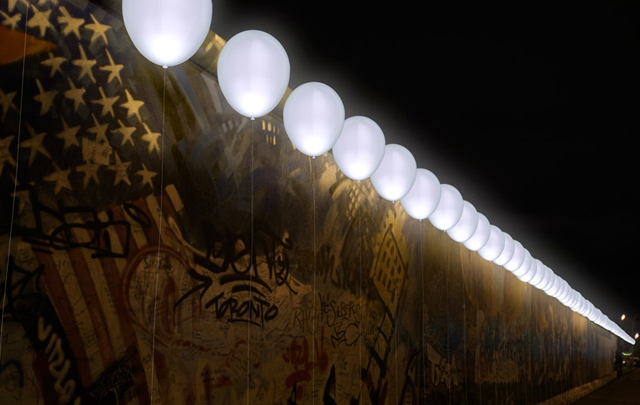 Border Of Light: LED Monument Remembers Fall Of The Berlin Wall